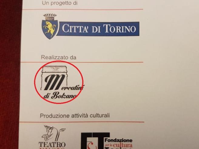 Torino, logo con simbolo fascista su depliant del Comune:  polemica