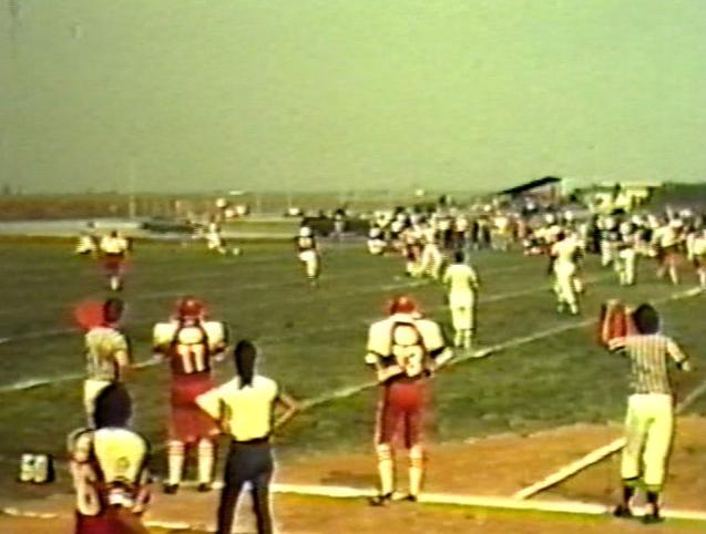 Li chiamavano Bulldozer: la squadra di football che battè i militari Usa