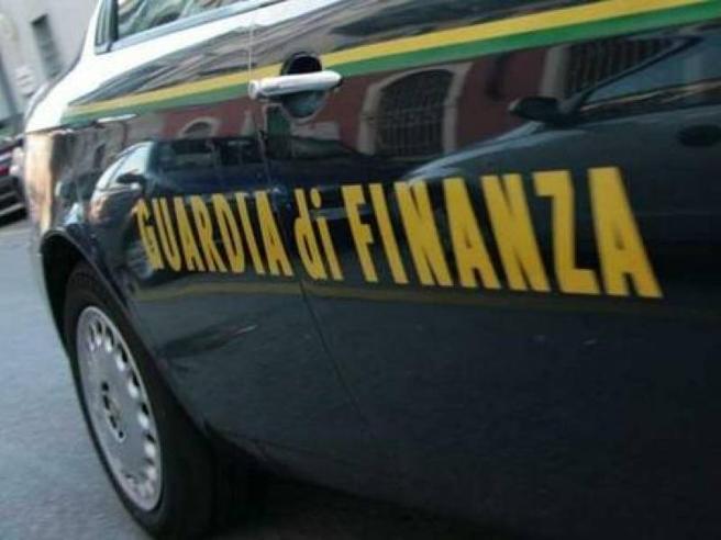 Torino, donna ricattata dall'amante paga 3 milioni di euro per evitare di svelare l'adulterio al marito