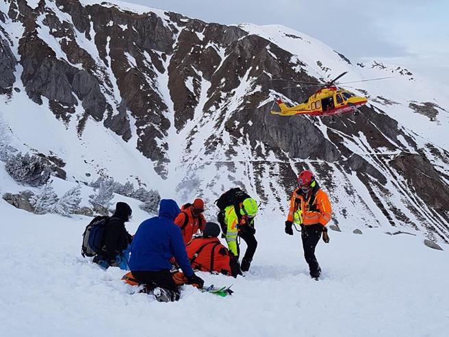 Snowboarder precipita durante discesa e muore