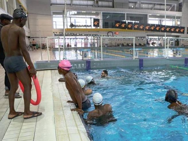 Novara, il Comune leghista negala piscina ai migrantidel corso di nuoto