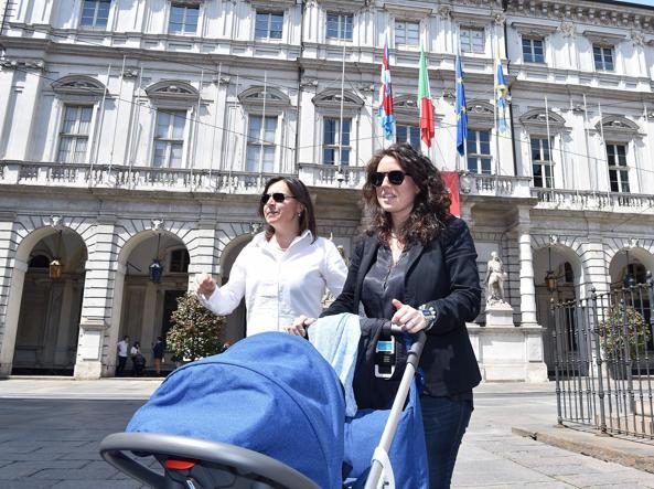 Catania, il Comune registra il figlio di due padri: è polemica