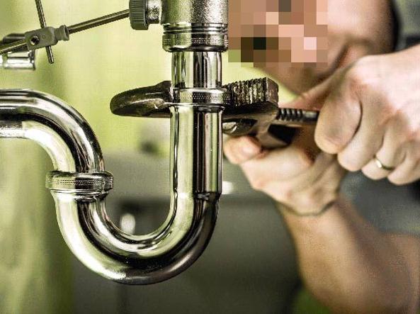 Sequestra l'idraulico che non le fa la ricevuta, denunciata dai carabinieri