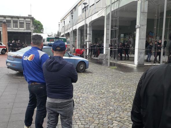 Sparatoria all'ufficio postale: un rapinatore rimasto gravemente ferito