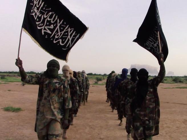 Teramo, arrestate dieci persone: con l'evasione fiscale finanziavano i terroristi in Siria