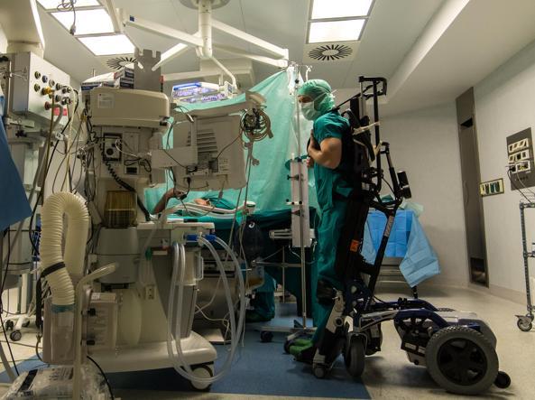 Sedie A Rotelle Torino : Torino il chirurgo paralizzato che opera con lesoscheletro: «sono