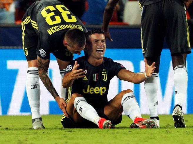 Cristiano Ronaldo, l'espulsione e le due ore di rabbia nello spogliatoio. La Juve: basta sciocchezze, mai reagire