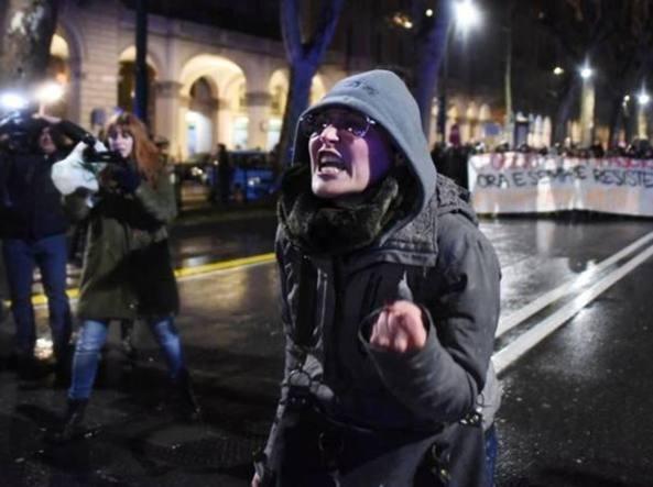 Torino droga in casa della maestra che insult i poliziotti - La casa della lampadina torino ...
