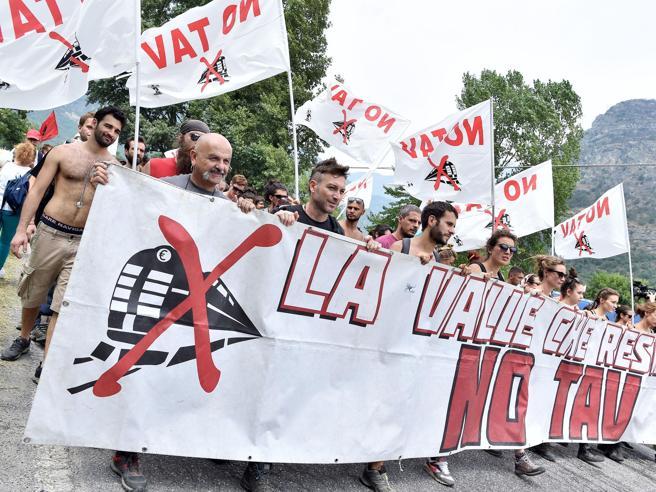 No Tav, scontri in Valsusa nel 2015: condannati in 16 a Torino