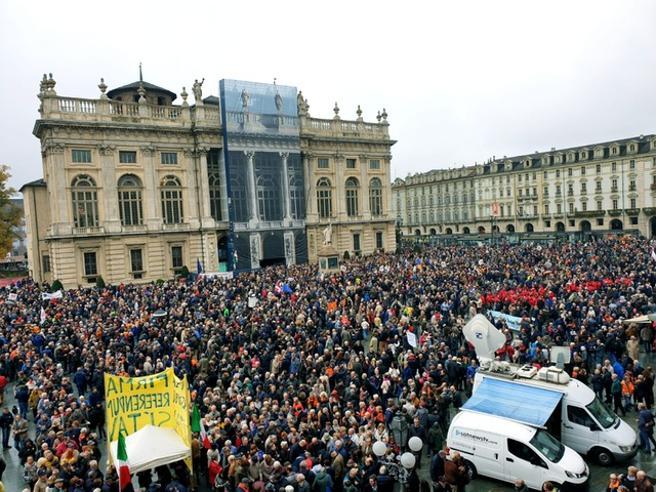 Torino    i Sì Tav in piazza senza bandiere politiche «Siamo 30mila»  Appendino    aperta