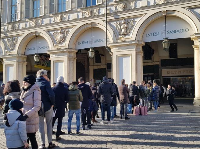 Saldi, centro affollato a Torino con la tradizionale coda da Olympic ...