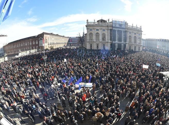 I «Sì Tav» di nuovo in piazza a Torino: «Siamo 30 mila»|  Foto|Video