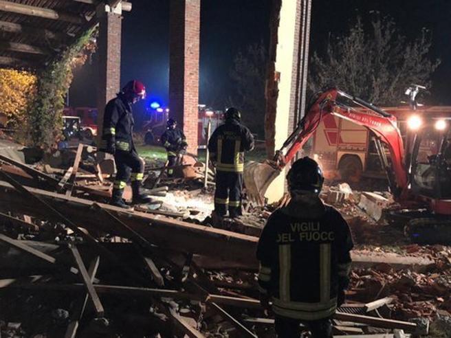 Alessandria, esplode cascina a Quargnento: morti 3 vigili del fuoco. «Scoppio doloso». La pista dei dissidi familiari