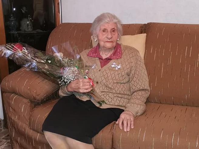 Nonna Agnese spegne 105 candeline (e ha sconfitto pure il Covid)