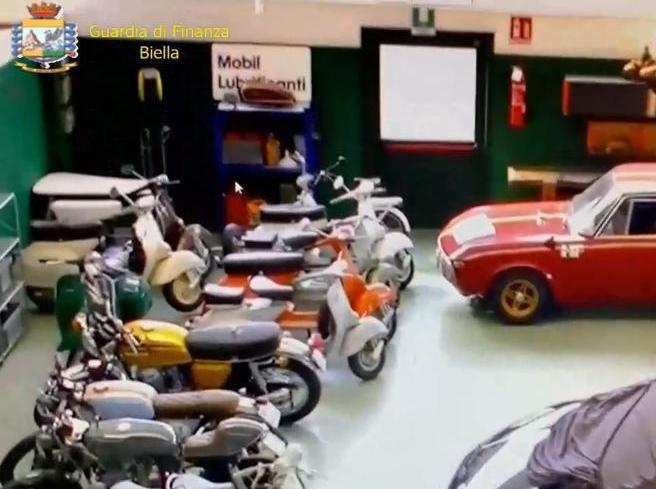 Biella, auto sportive e quadri d'autore con i soldi dei clienti: il bancario non risponde al pm