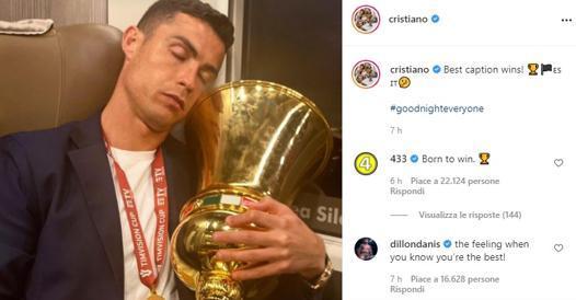 Juventus, su Instagram Cristiano Ronaldo dorme abbracciato alla Coppa Italia