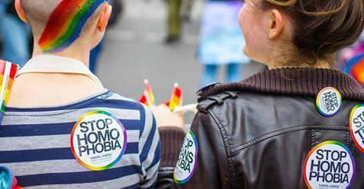 Aggressione omofoba sul regionale Cuneo-Torino, trans picchiata e insultata