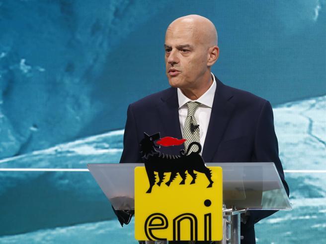 Aumenti in bolletta, Descalzi (Eni): «Il gas è poco e lasciare il carbone inquinante costa»