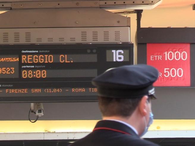 Fase 3, partenze da Torino verso il Sud: «Felici di tornare dalle nostre famiglie»