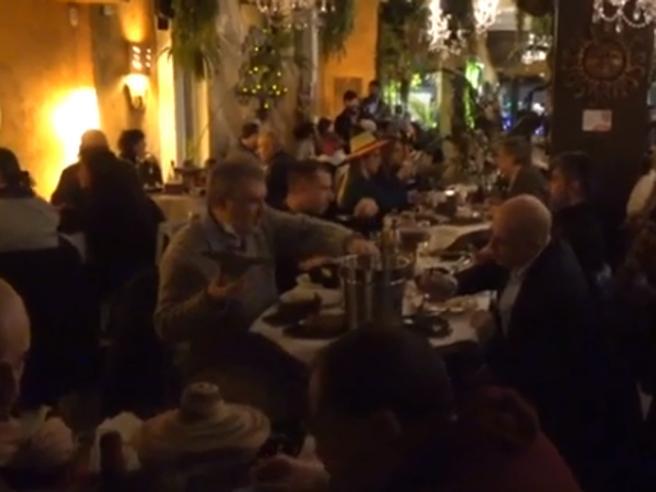 #IoApro, la cena (con 90 clienti) nel ristorante milanese: «La pandemia non è come ce la raccontano»