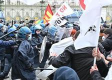 Primo maggio, a Torino cariche della polizia sui manifestanti