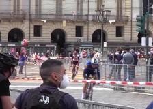 Giro d'Italia, Torino si prepara alla partenza: folla in centro