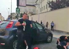 Torino, il video dell'arresto di due studenti stranieri. «La polizia ci ha aggrediti». «No, normale controllo»