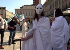 Scuola, protesta a Torino dei precari fantasmi