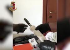 Nella valigia del killer il coltello usato per decapitare il 25enne bengalese