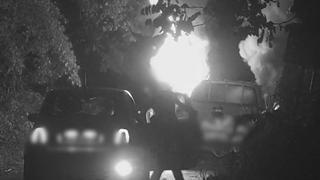 Bruciano pick up rubato, incastrati dalle fototrappole contro l'abbandono dei rifiuti