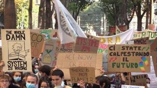 Fridays For Future, a Torino i ragazzi di Greta sono migliaia: «Siamo tornati»