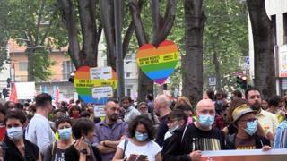 Torino Pride, in migliaia tornano a sfilare per diritti Lgbt