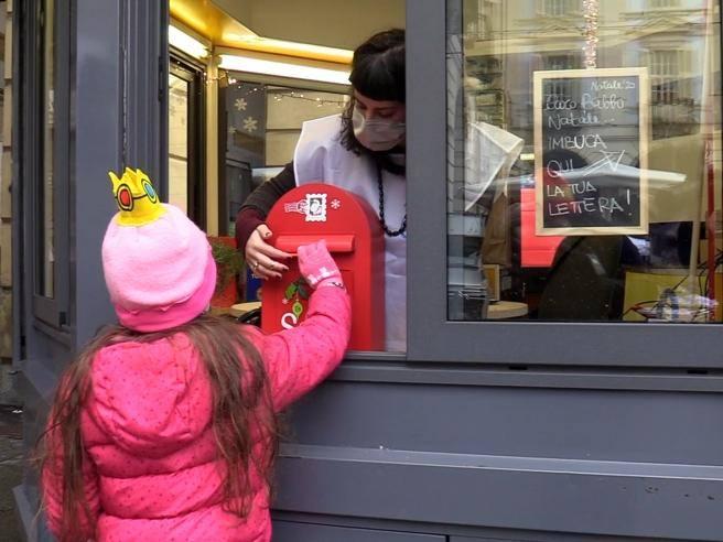 Torino La Portineria Di Comunita Raccoglie Le Letterine Per Babbo Natale Corriere Tv
