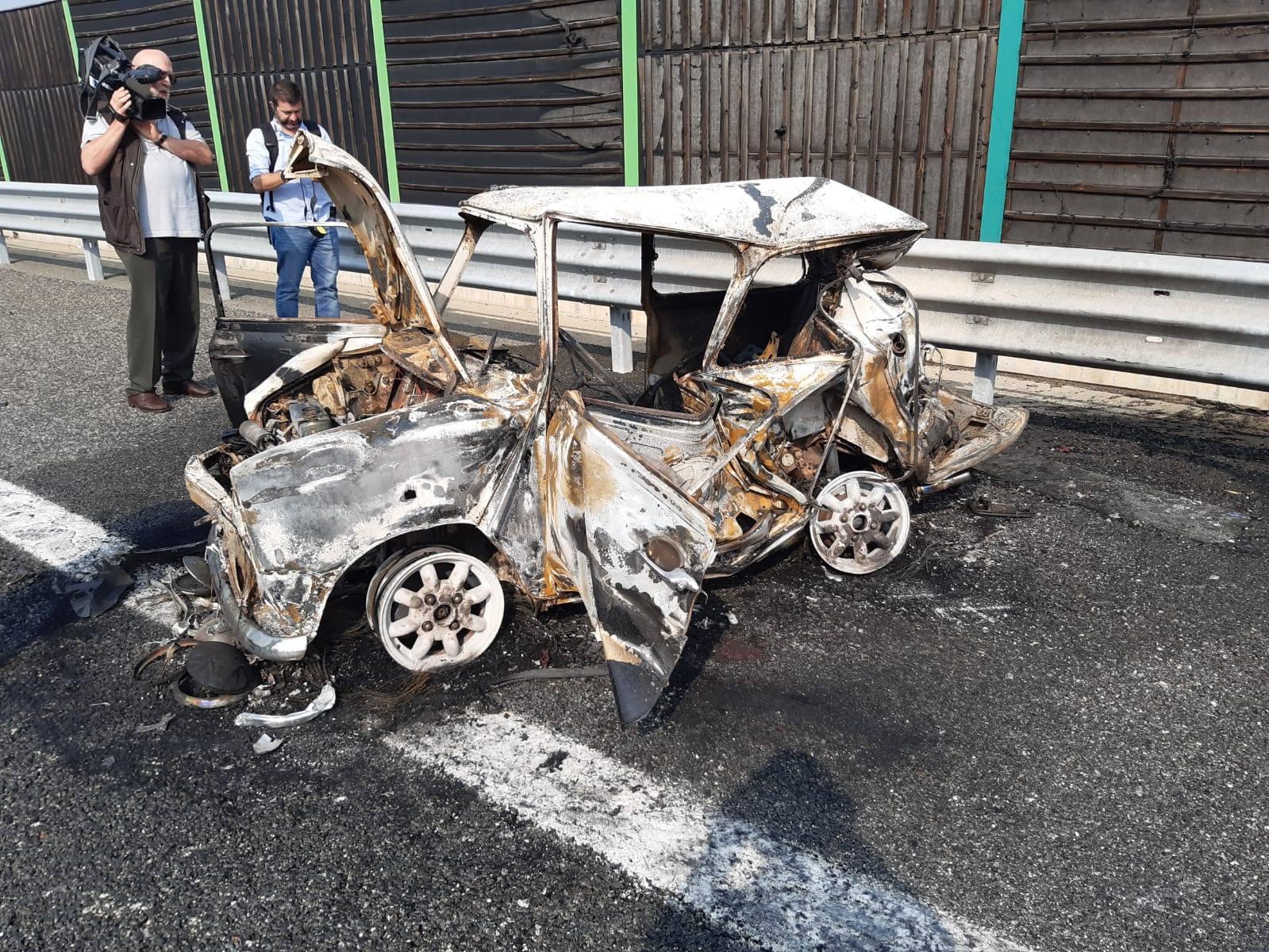Incidente sulla Torino-Pinerolo, auto in fiamme: morti padre e figlia ...