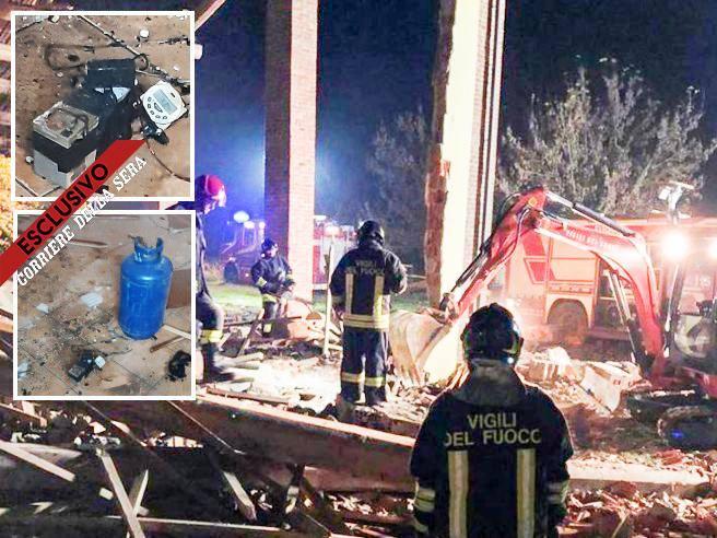 Alessandria, esplosione a Quargnento: 3 vigili morti. Ipotesi dolo - Corriere della Sera